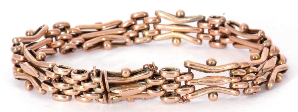 Antique 9ct stamped gate bracelet, a three-bar gate link design joined by mesh work design links, - Image 3 of 5