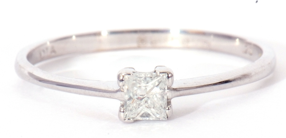 Modern 9ct white gold, diamond single stone ring, featuring a princess cut diamond, 0.20ct approx, - Image 2 of 11