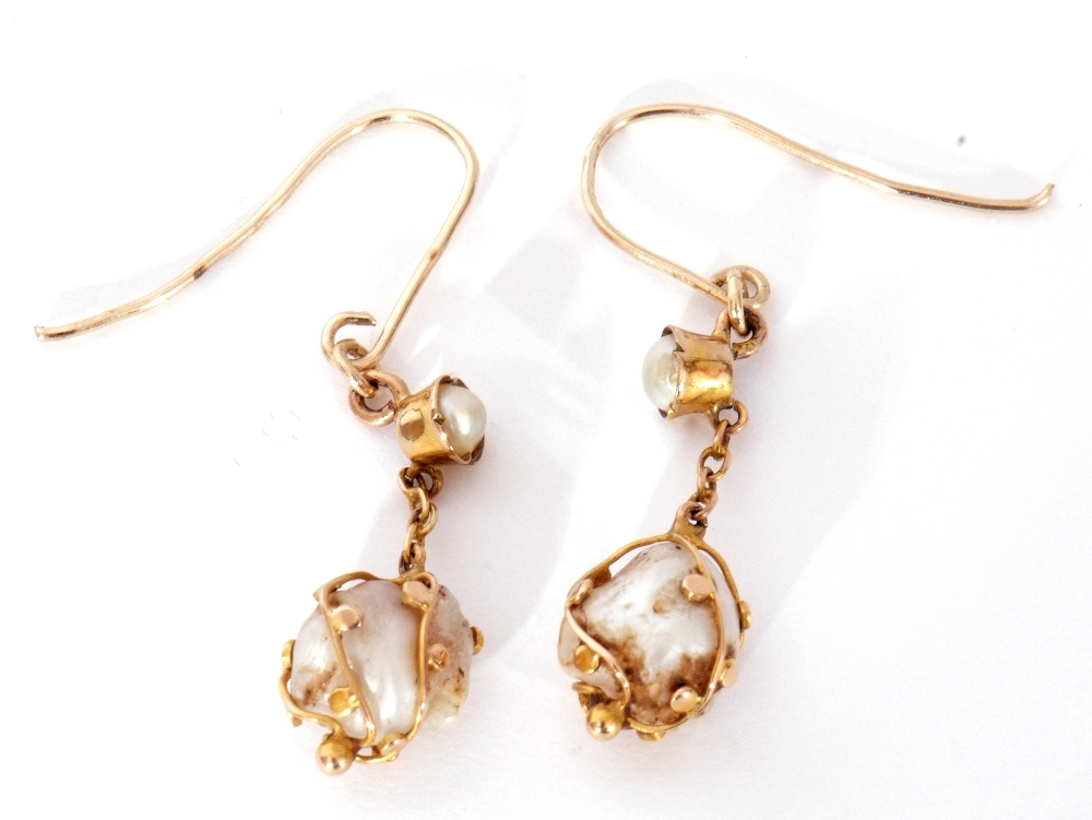Pair of antique baroque pearl drop earrings, each with a boulder shape pearl in a beaded strap - Image 2 of 3