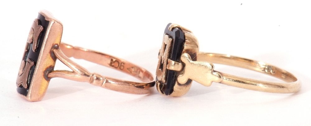 """Mixed Lot: two 9ct stamped memoriam rings, a black enamel example applied with the letter """"C"""", - Image 5 of 9"""
