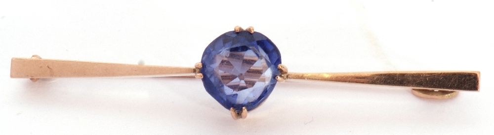 Mixed Lot: yellow metal stick pin, the finial with bezel set red stone and small brilliant cut - Image 3 of 5