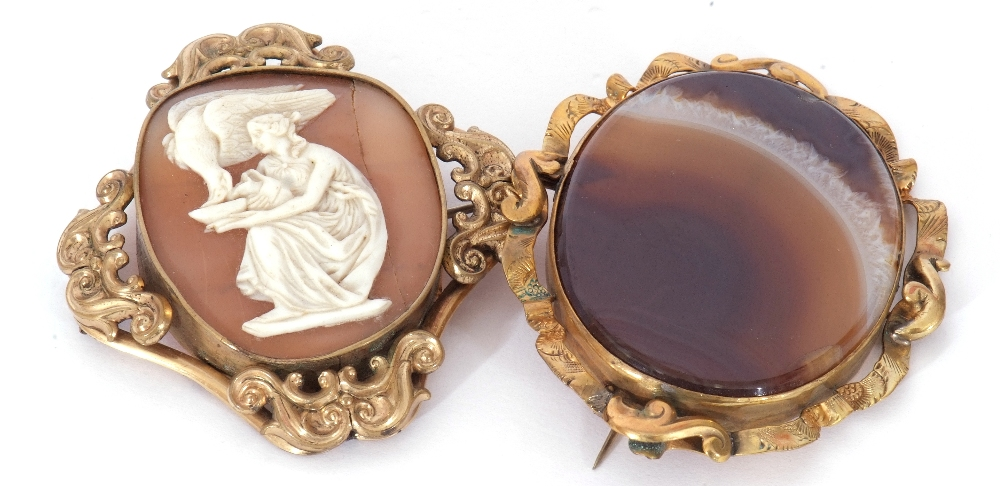Mixed Lot: Victorian carved shell cameo depicting Hebe and the eagle, in an ornate gilt metal - Image 2 of 7