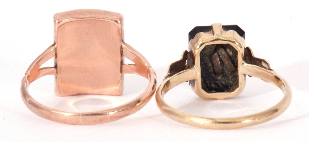 """Mixed Lot: two 9ct stamped memoriam rings, a black enamel example applied with the letter """"C"""", - Image 6 of 9"""