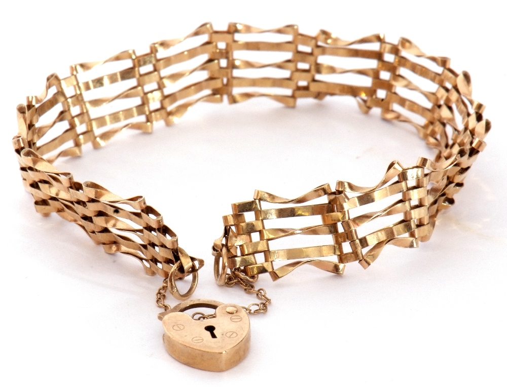 Modern 9ct gold gate bracelet, five bar design with heart padlock and safety chain fitting, 6gms