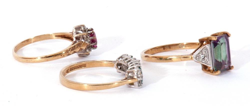 Mixed Lot: 9ct gold pink stone and small diamond cluster ring, a 9ct gold mystic coated topaz and - Image 5 of 8
