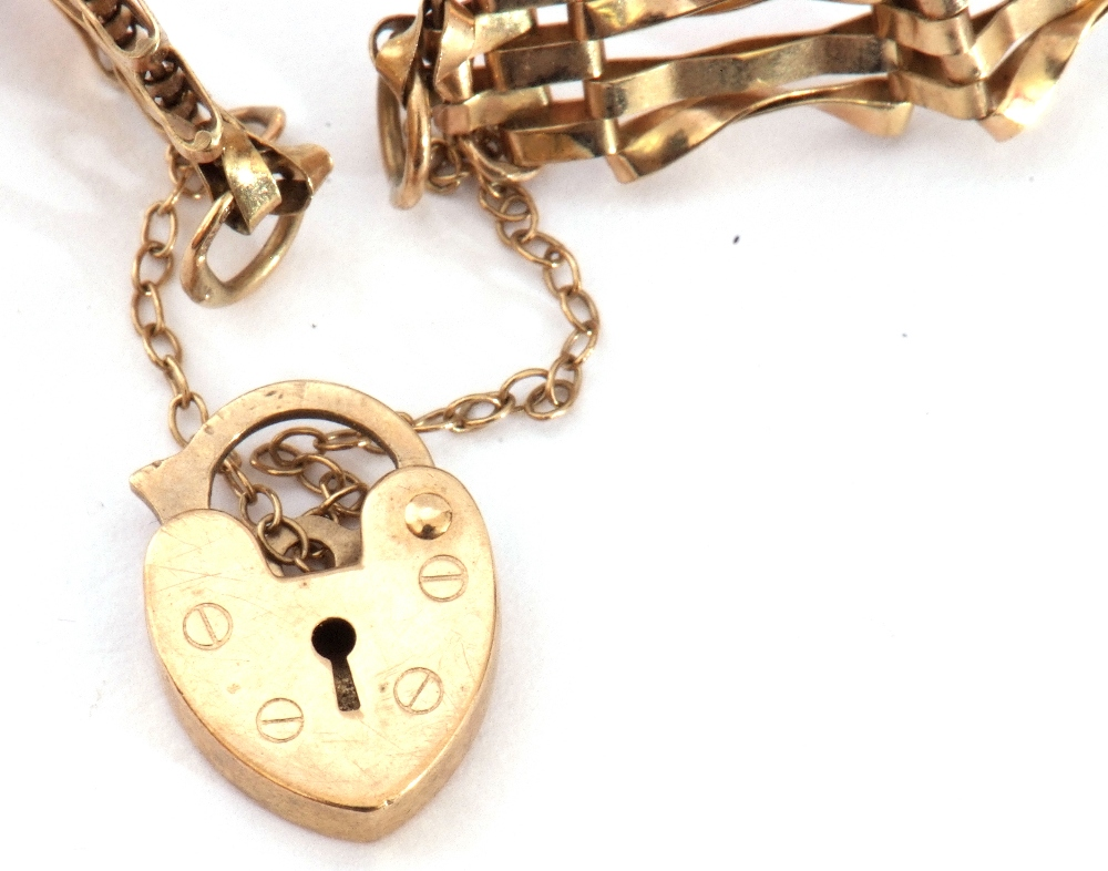Modern 9ct gold gate bracelet, five bar design with heart padlock and safety chain fitting, 6gms - Image 4 of 5