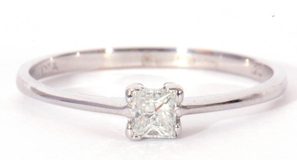Modern 9ct white gold, diamond single stone ring, featuring a princess cut diamond, 0.20ct approx, - Image 4 of 11