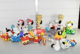BOX CONTAINING SNOOPY TOYS AND FIGURES