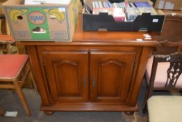 REPRODUCTION SIDE CABINET