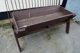 TIMBER PLANT TROUGH, WIDTH APPROX 135CM, HEIGHT 64CM
