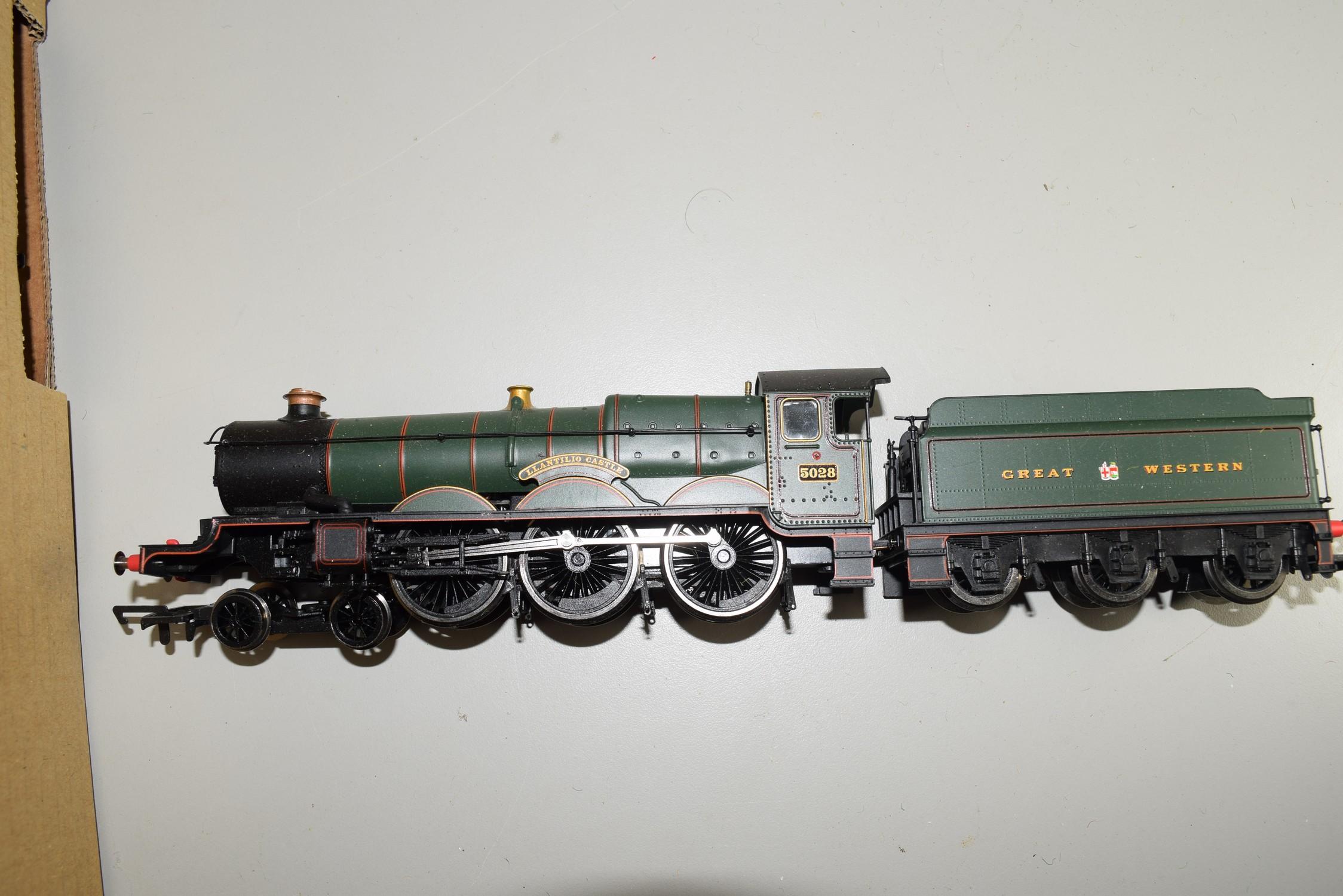 "Unboxed Hornby 00 gauge ""Llantilio Castle"" locomotive no 5028"