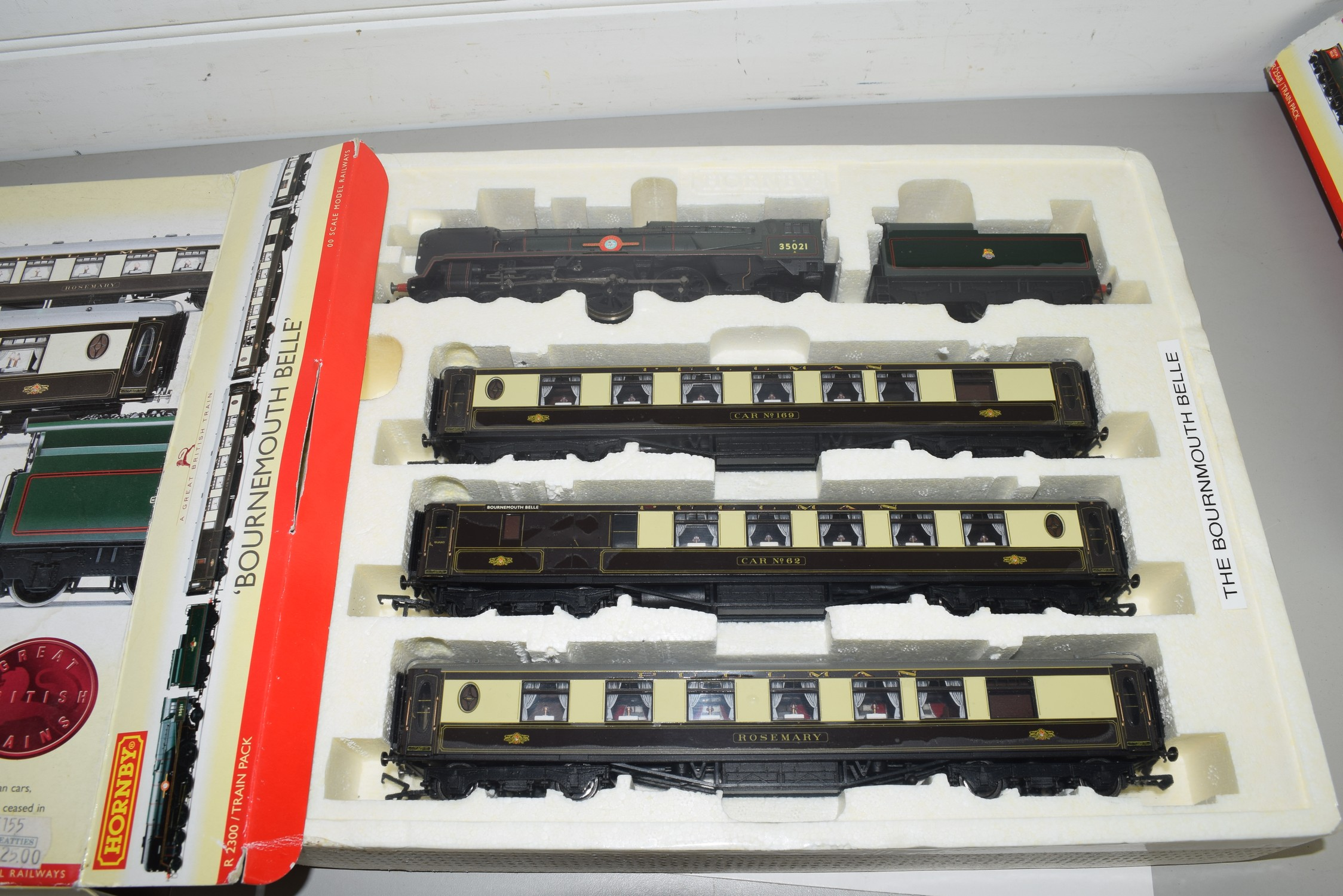 "Boxed Hornby 00 gauge ""Bournemouth Belle"" set - Image 2 of 2"