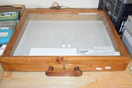 Pine display case with carrying handle