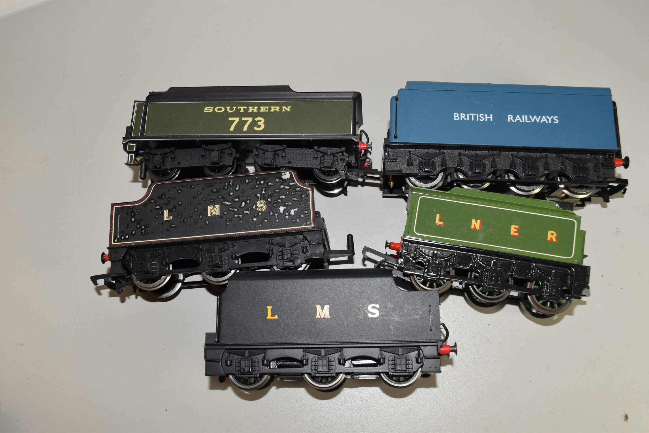 Unboxed 00 gauge group of five tenders by Mainline and Hornby etc