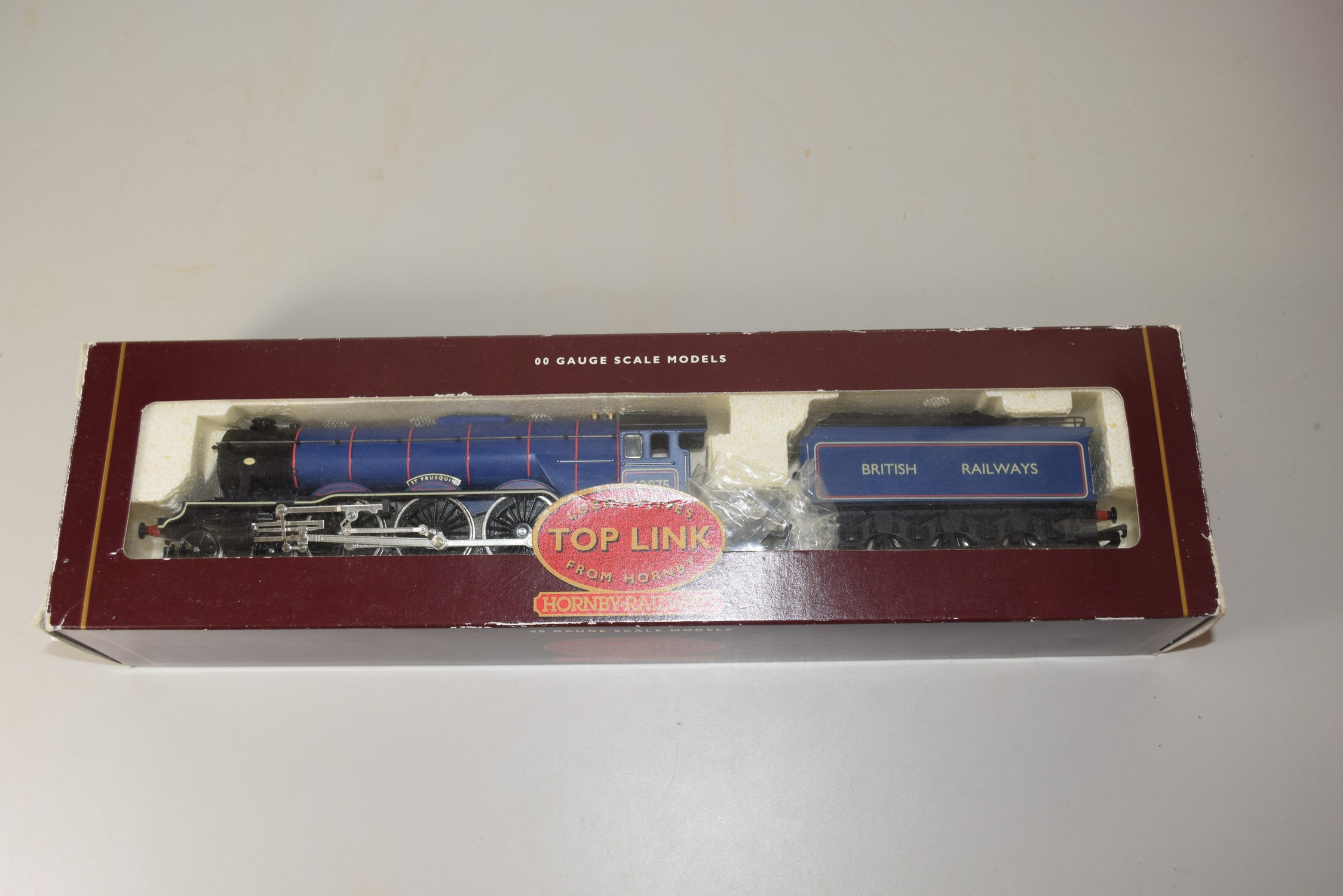 """Boxed Locomotives Top Link from Hornby 00 gauge R2036 BR 4-6-2 Class A3 """"St Frusquin"""" locomotive"""