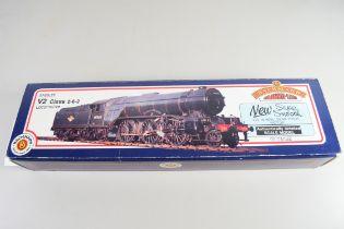 Boxed Bachmann 00 gauge 31-555 V2 LNER Darlington green No 4081 locomotive