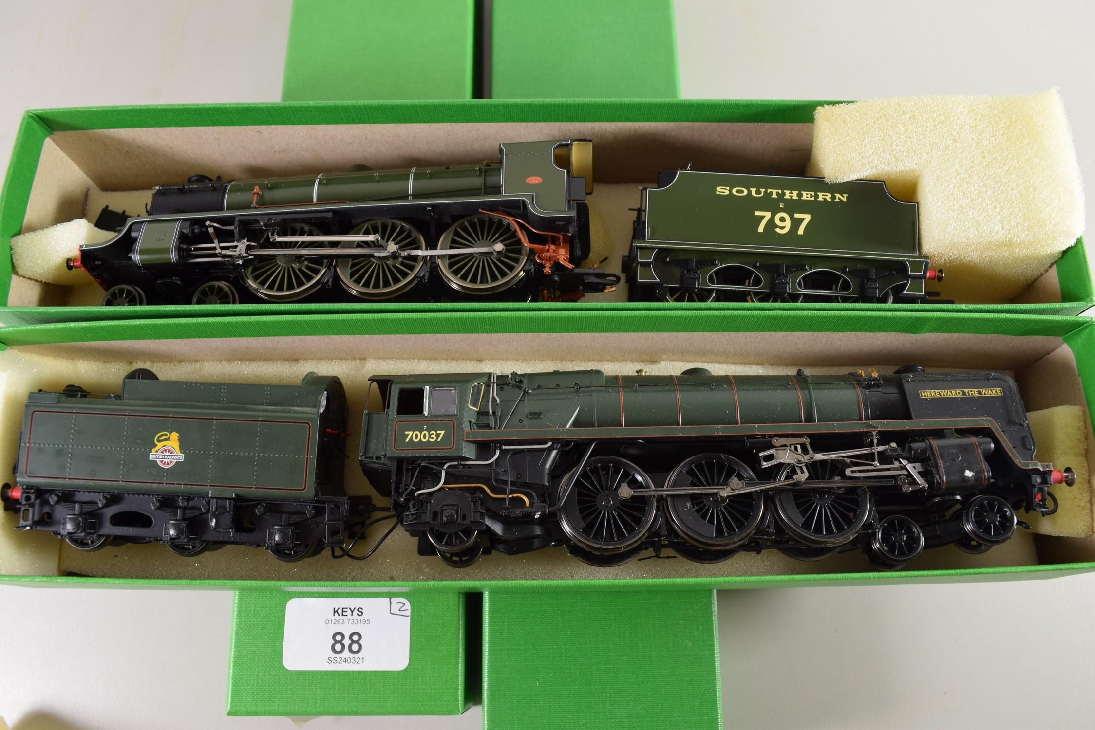 "Hornby ""Hereward the Wake"" locomotive No 70037 together with a Hornby ""Sir Blamor de Ganis"""