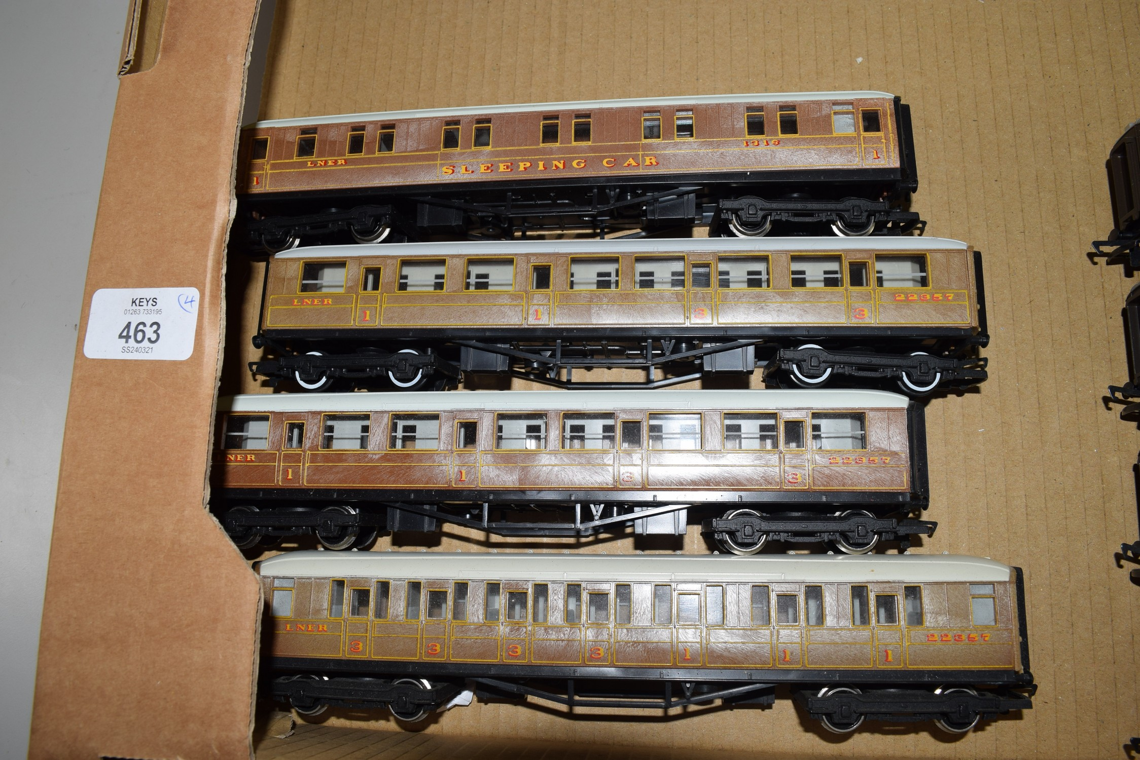 Unboxed Hornby 00 gauge group of four coaches to include 22357 and 1316