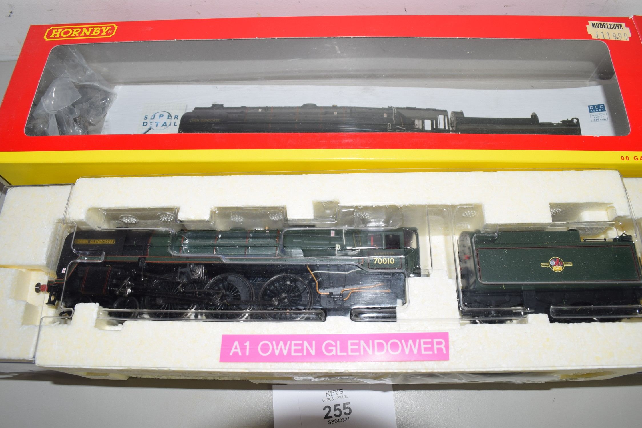 """Boxed Hornby 00 gauge R2835 BR 4-6-2 Britannia class """"Owen Glendower"""" locomotive No 70010"""