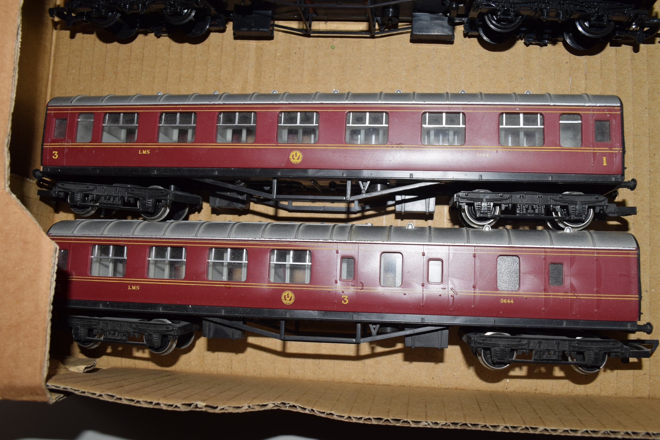 Group of two Hornby 00 gauge coaches, on no 3934, the other 5644