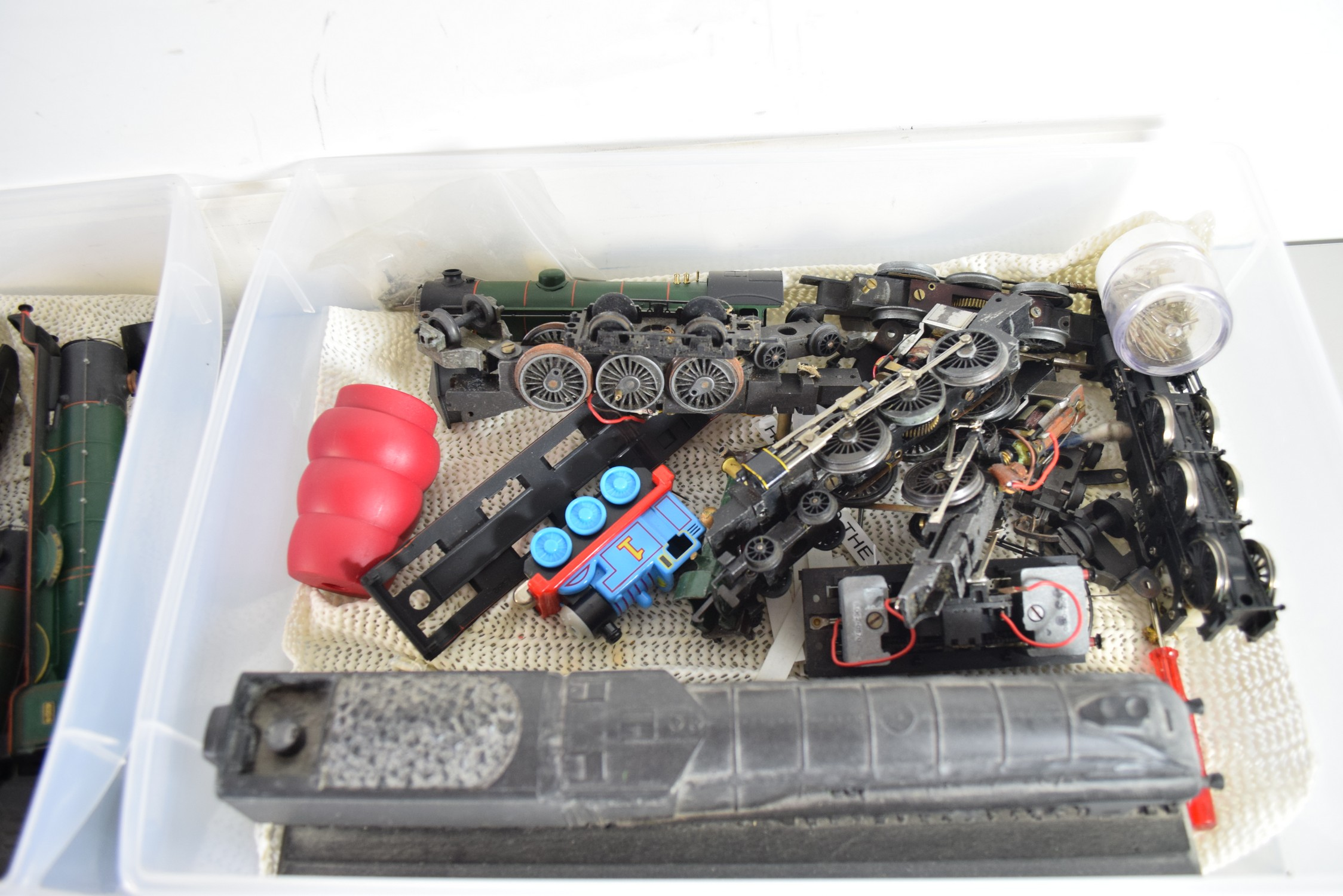 Box containing various model railway scenery accessories, figures etc - Image 2 of 2