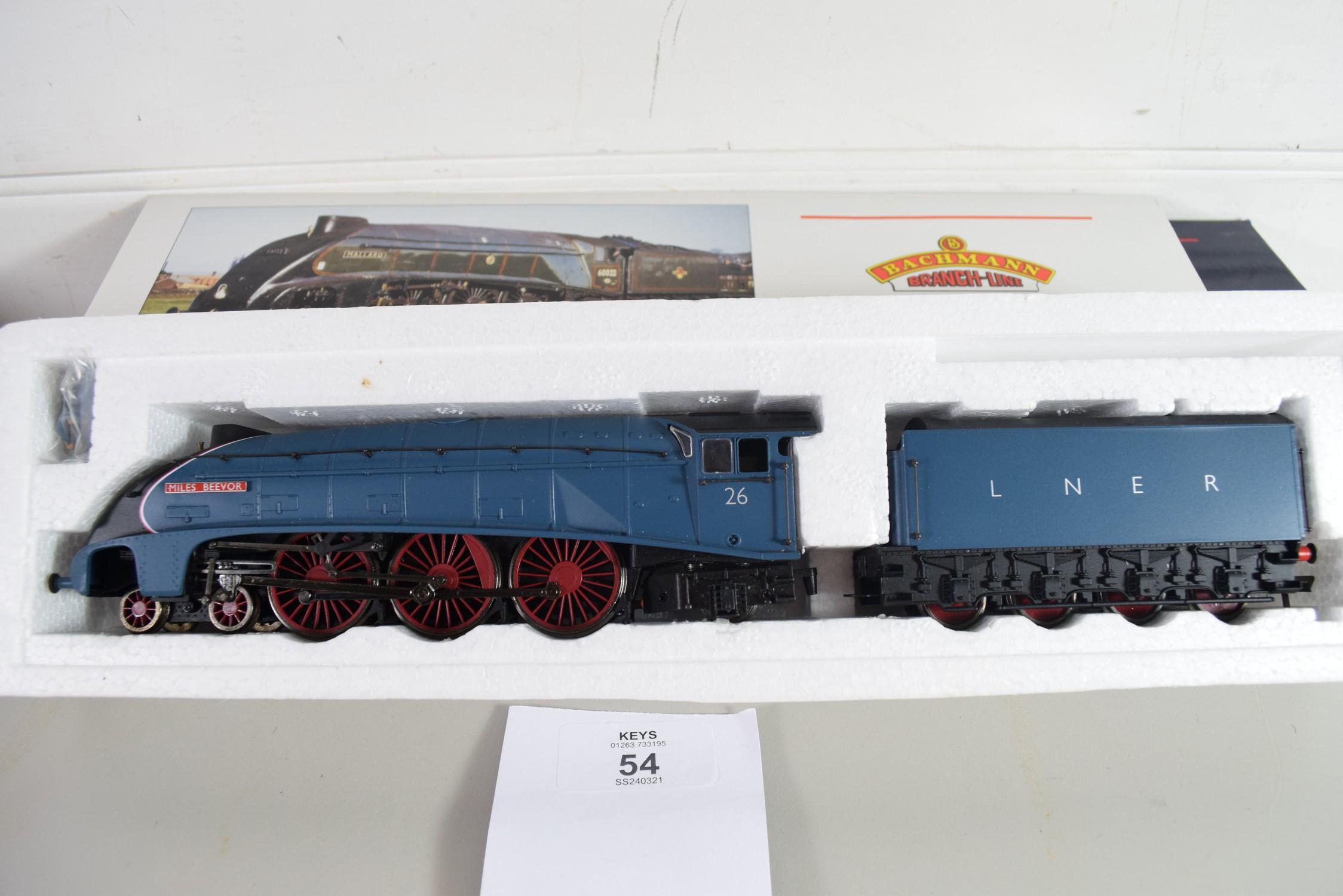 """Boxed Bachmann 00 gauge 31-959 A4 """"Miles Beevor"""", LNER garter blue, No 26 locomotive - Image 2 of 2"""