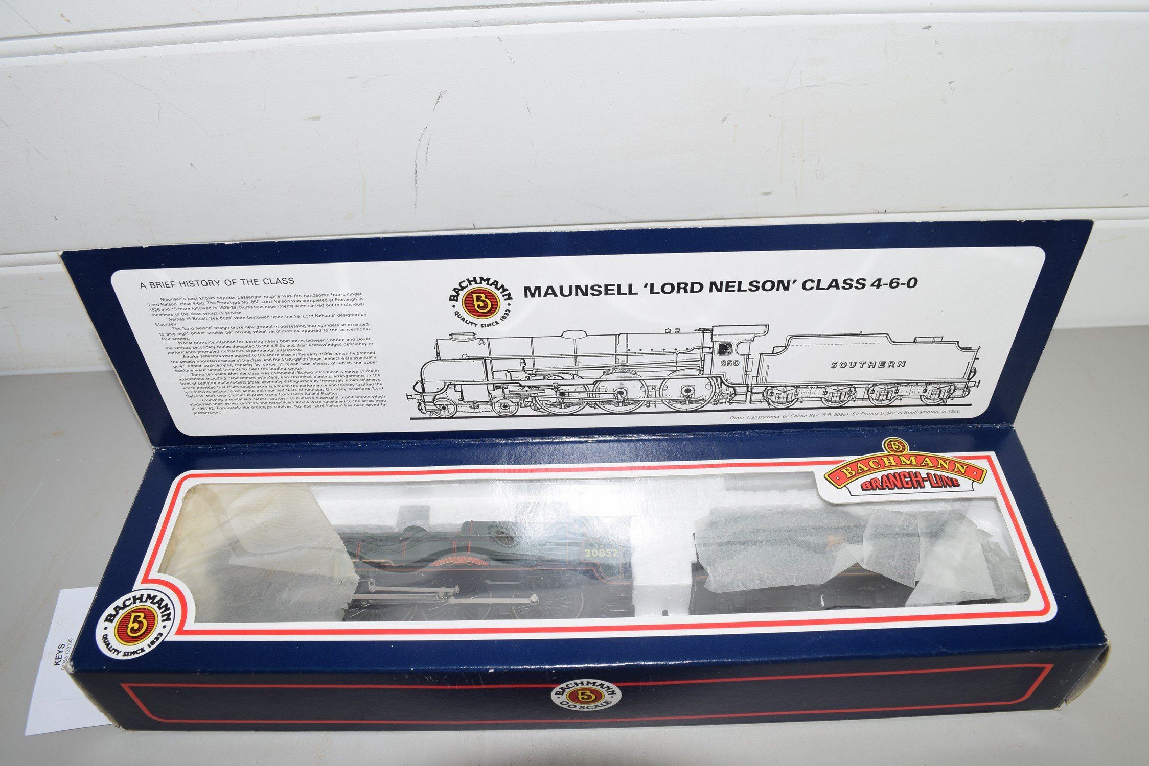 """Boxed Bachmann 00 gauge 31-405 Lord Nelson """"Sir Walter Raleigh"""", BR green No 30852 locomotive"""
