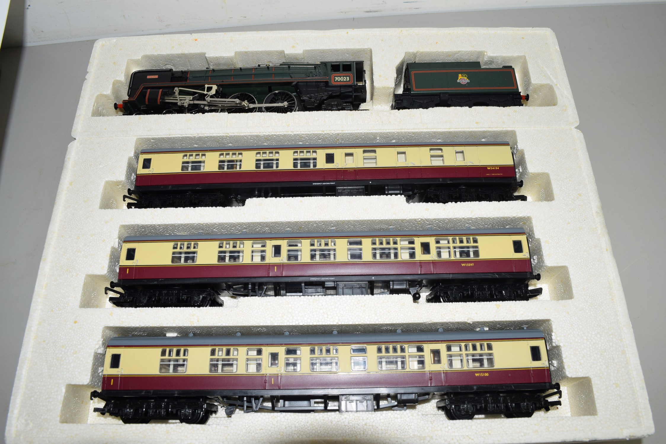 "Boxed 00 gauge Hornby Britannia class ""The Bristolian"" ""Venus"" 70023 set - Image 2 of 2"