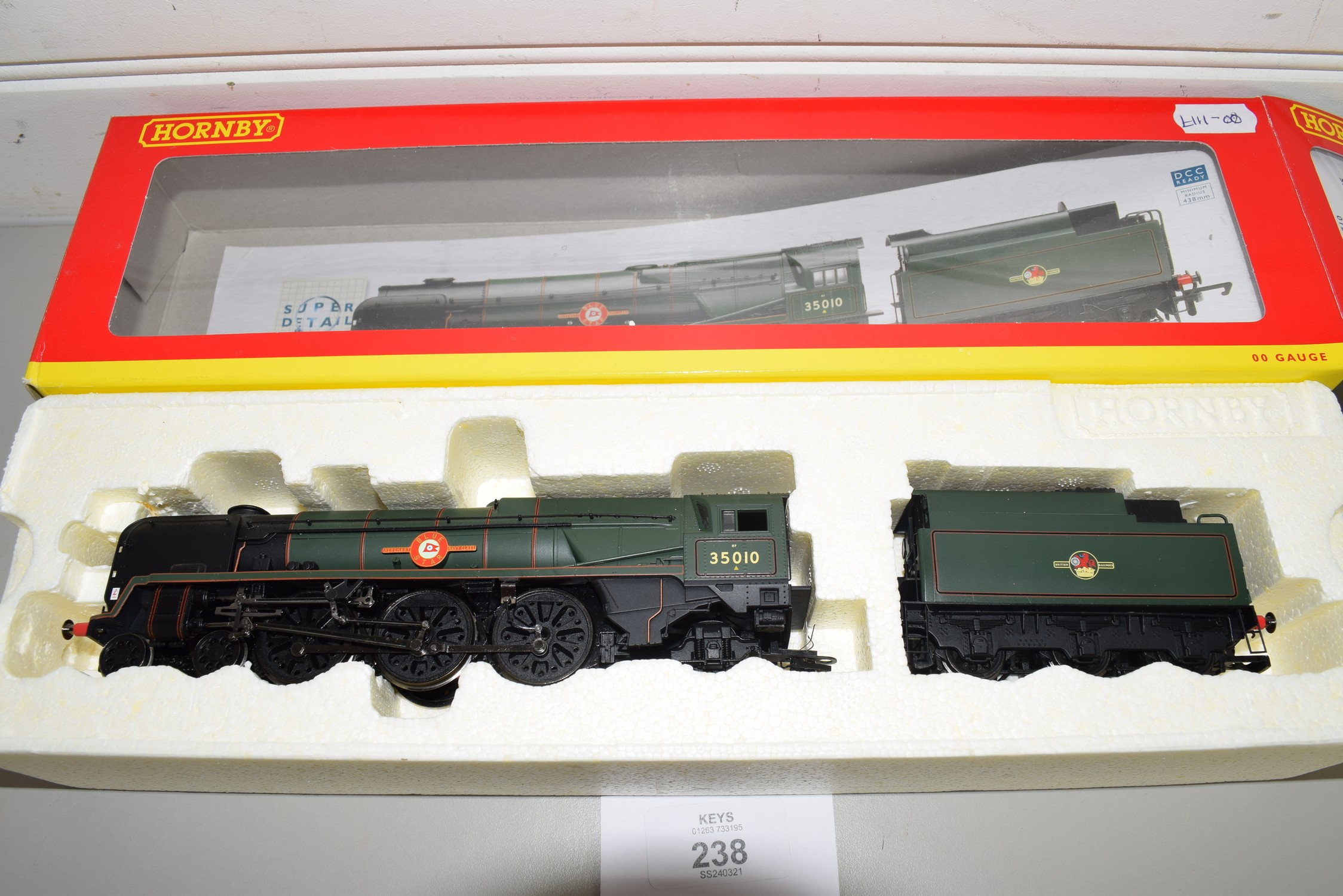 "Boxed Hornby 00 gauge R2710 BR 4-6-2 Merchant Navy class ""Blue Star"" locomotive No 35010"