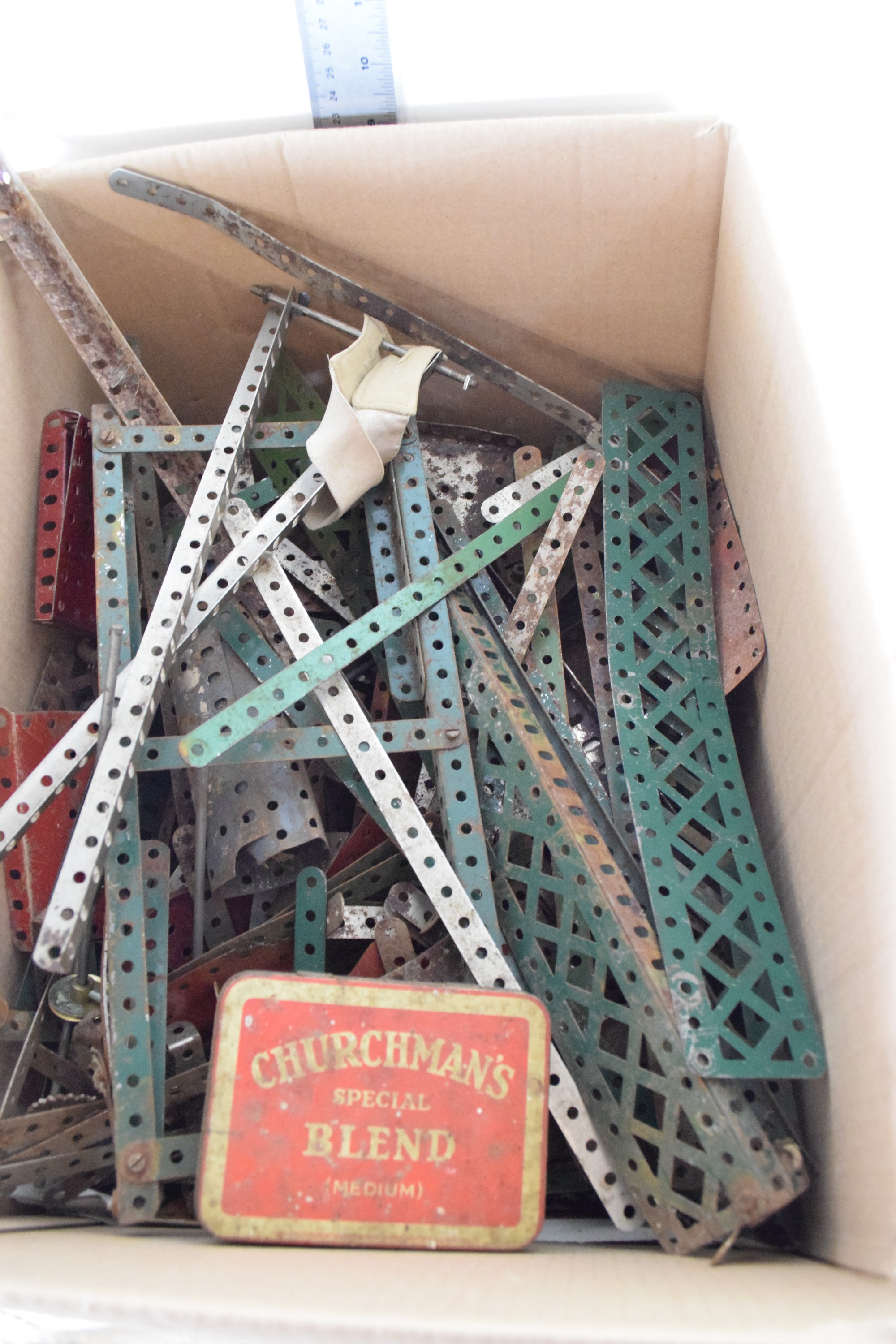 Box containing vintage Meccano and instruction manual - Image 2 of 2