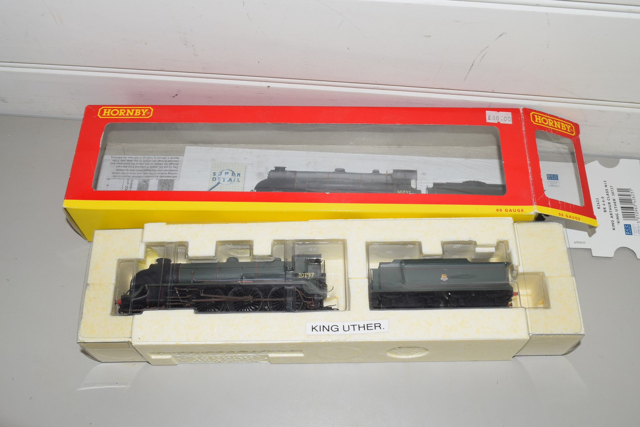 """Boxed Hornby 00 gauge R2623 BR 4-6-0 King Arthur class N15 """"King Uther"""" locomotive, No 30737"""