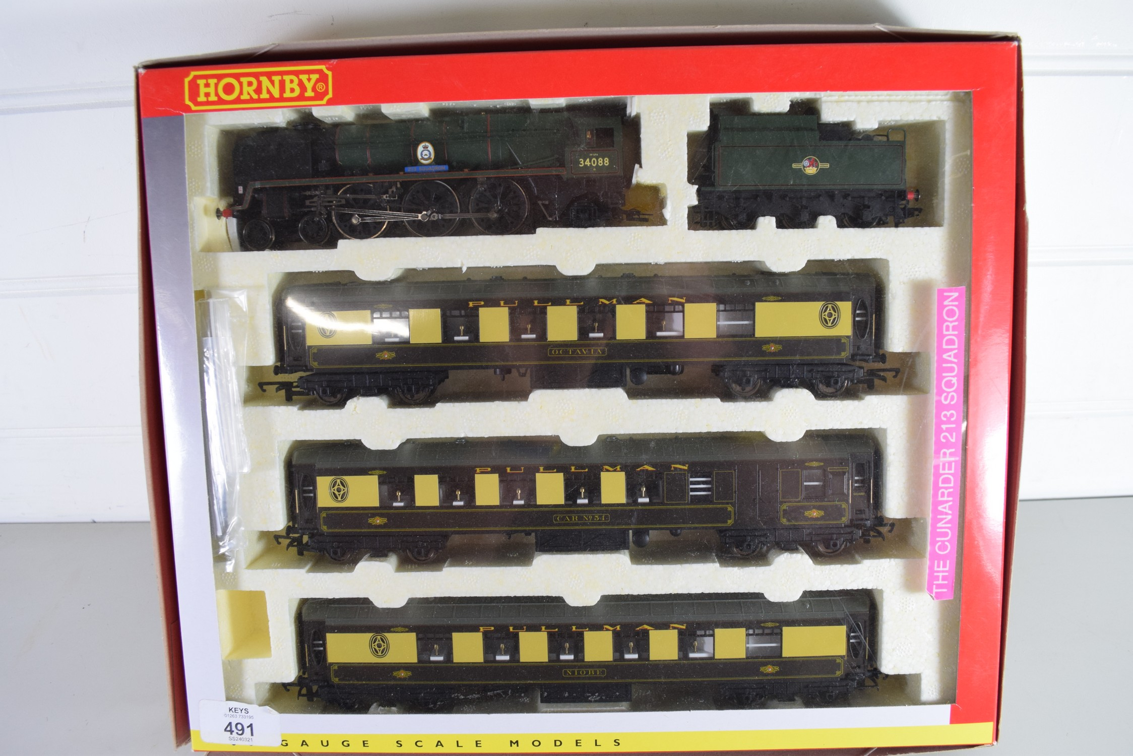 """Boxed Hornby 00 gauge """"The Cunarder"""" 213 Squadron set"""