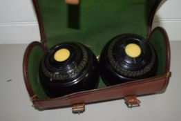 TWO BOWLS IN CARRIER