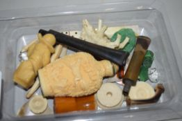 SMALL BOX CONTAINING ORIENTAL TYPE SNUFF BOTTLE, SMALL METAL FIGURES, BONE COUNTERS ETC