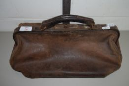 SMALL LEATHER GLADSTONE TYPE BAG