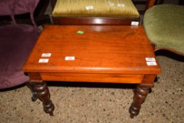 SMALL TABLE COMMODE
