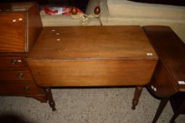 PEMBROKE TABLE WITH TURNED LEGS, WIDTH APPROX 95CM