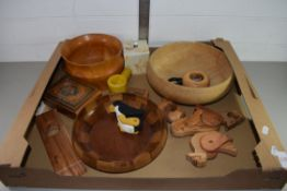 TRAY CONTAINING TREEN ITEMS, WOODEN BOWLS ETC