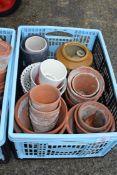 Qty small terracotta pots