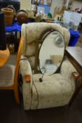 ELECTRIC RECLINING CHAIR, WIDTH APPROX 76CM
