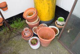 Qty of plant pots