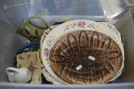 BOX CONTAINING HOUSEHOLD AND VINTAGE CERAMICS