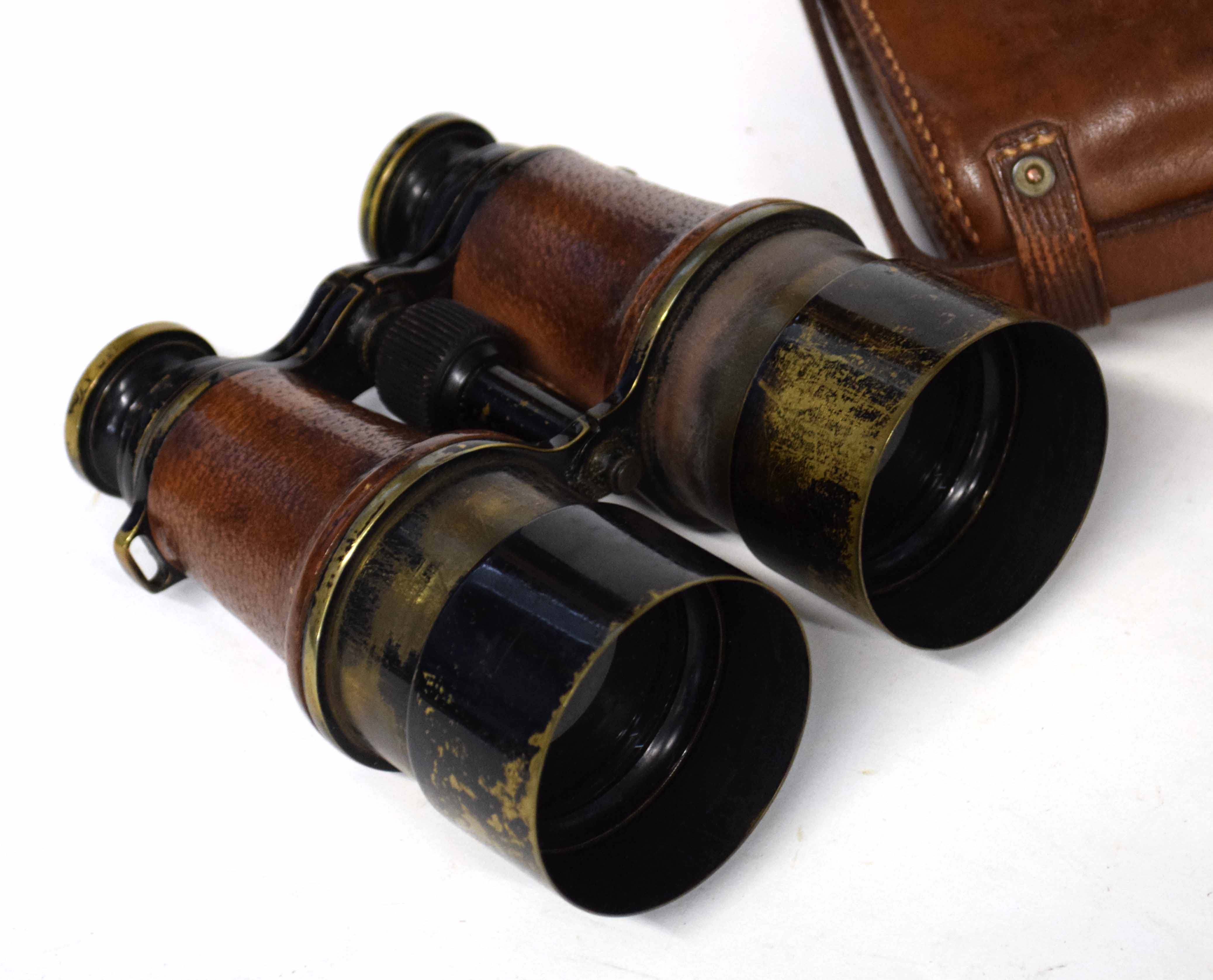 Pair of cased early 20th century British Military MK 5 binoculars stamped with War Dept Govt issue - Image 3 of 4