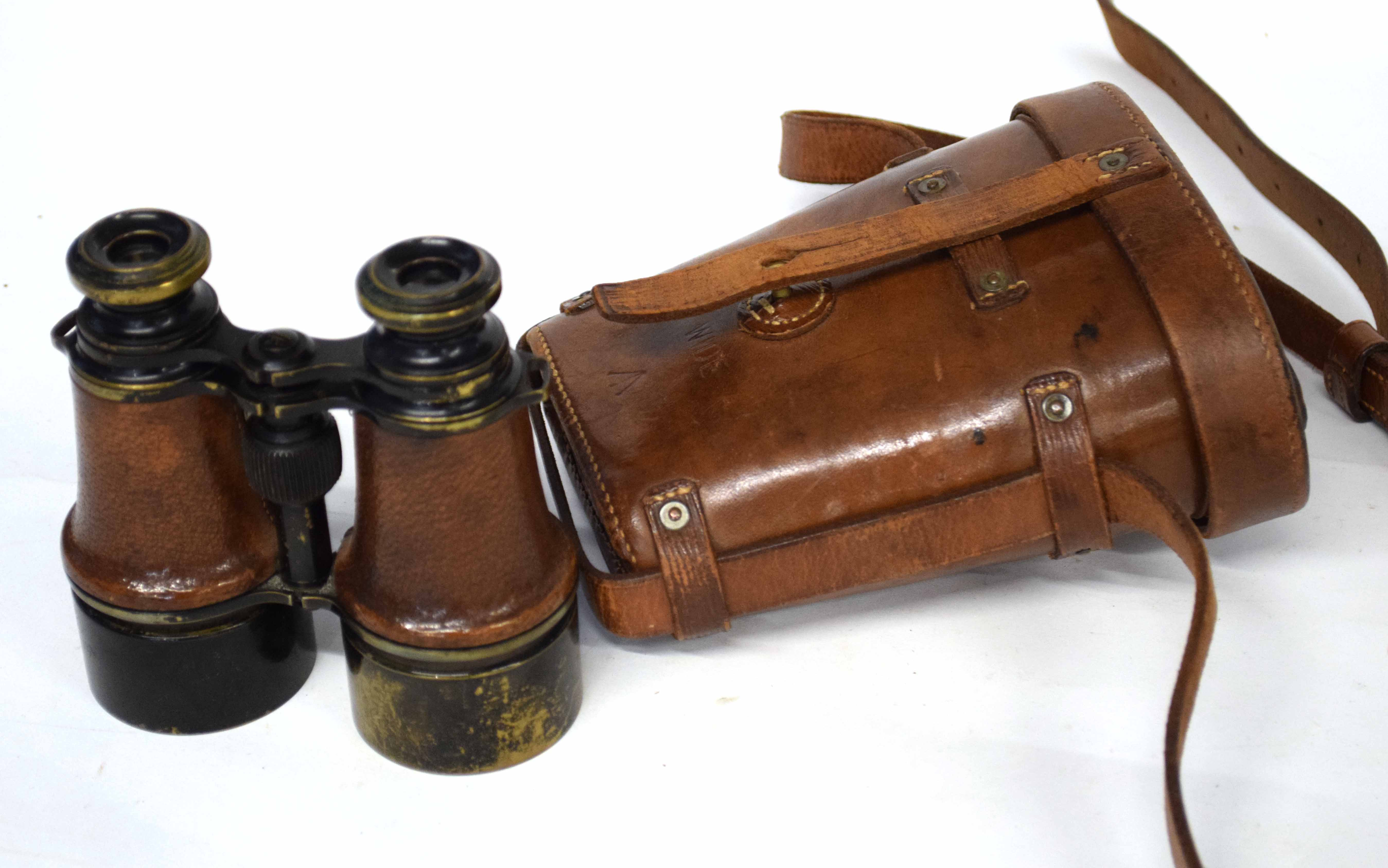 Pair of cased early 20th century British Military MK 5 binoculars stamped with War Dept Govt issue - Image 4 of 4