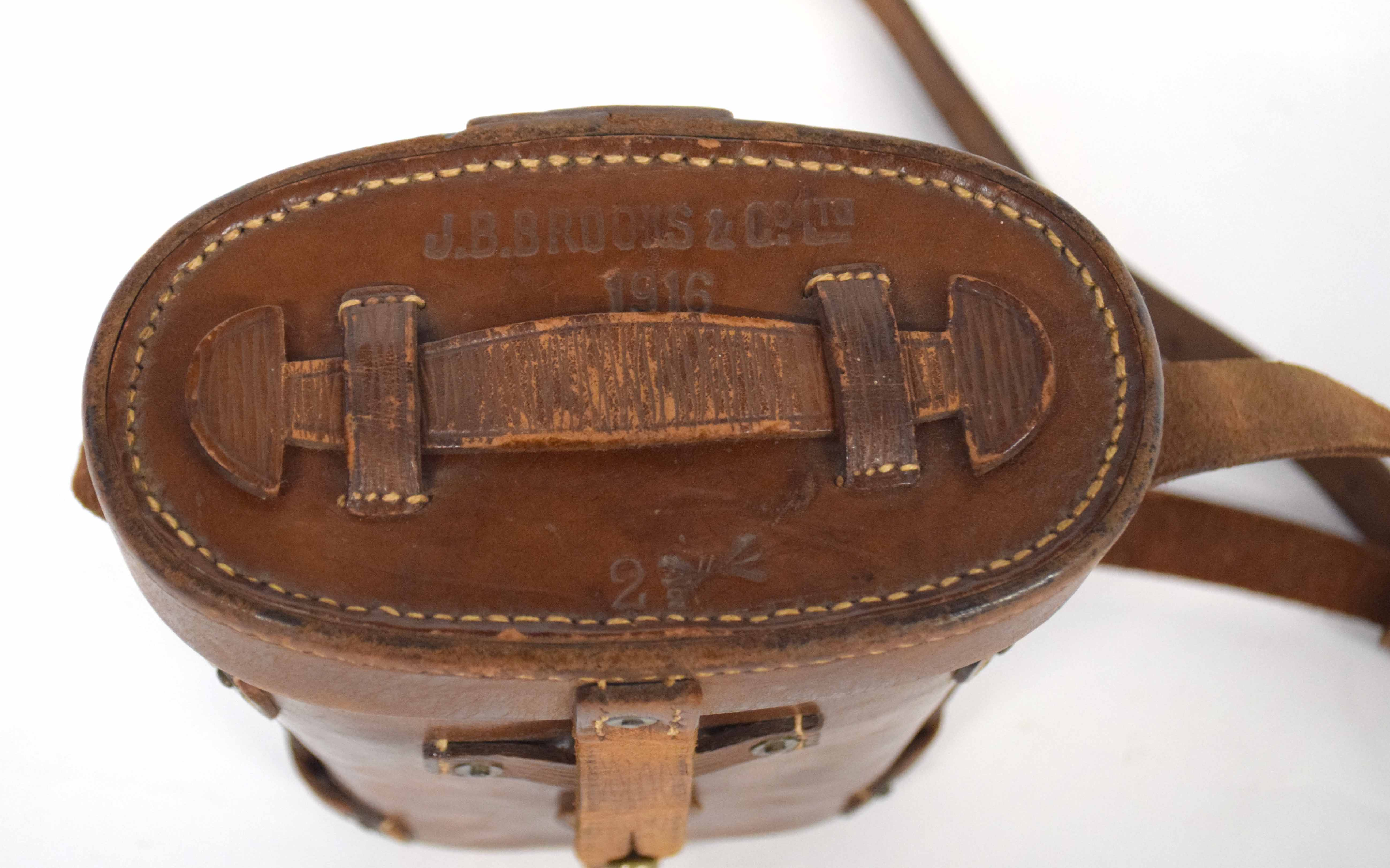 Pair of cased early 20th century British Military MK 5 binoculars stamped with War Dept Govt issue - Image 2 of 4