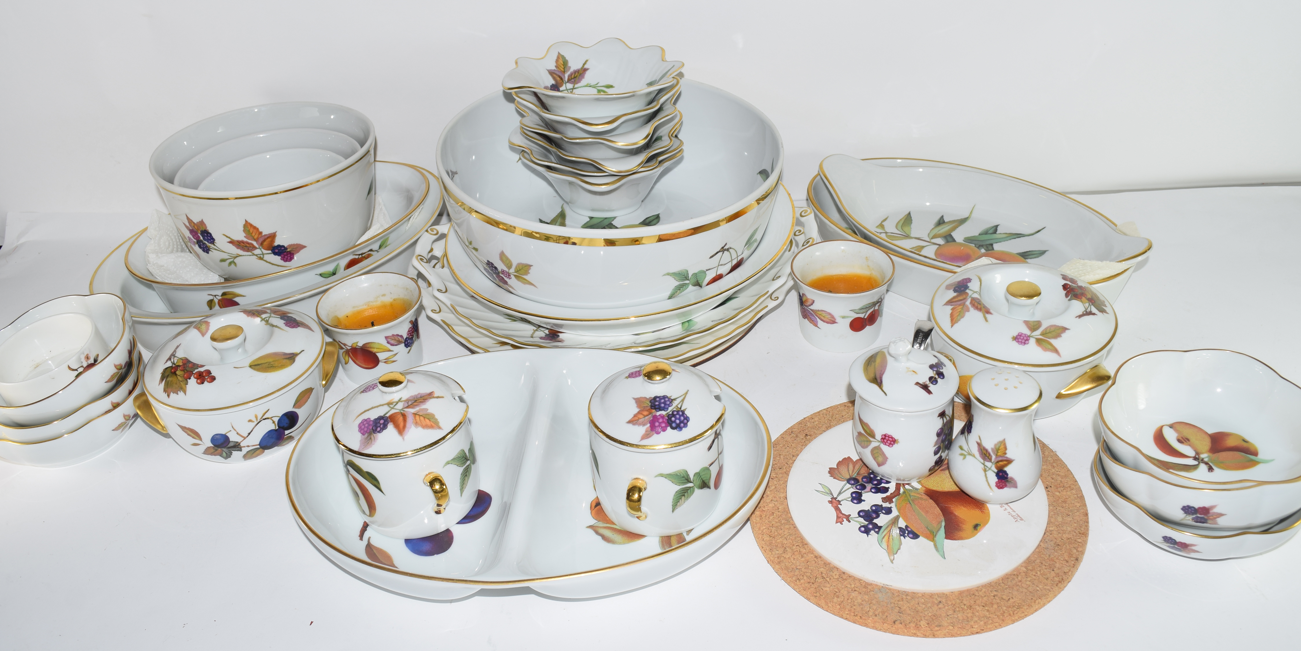 Extensive quantity of Royal Worcester dinner wares in the Evesham pattern comprising dinner - Image 2 of 3