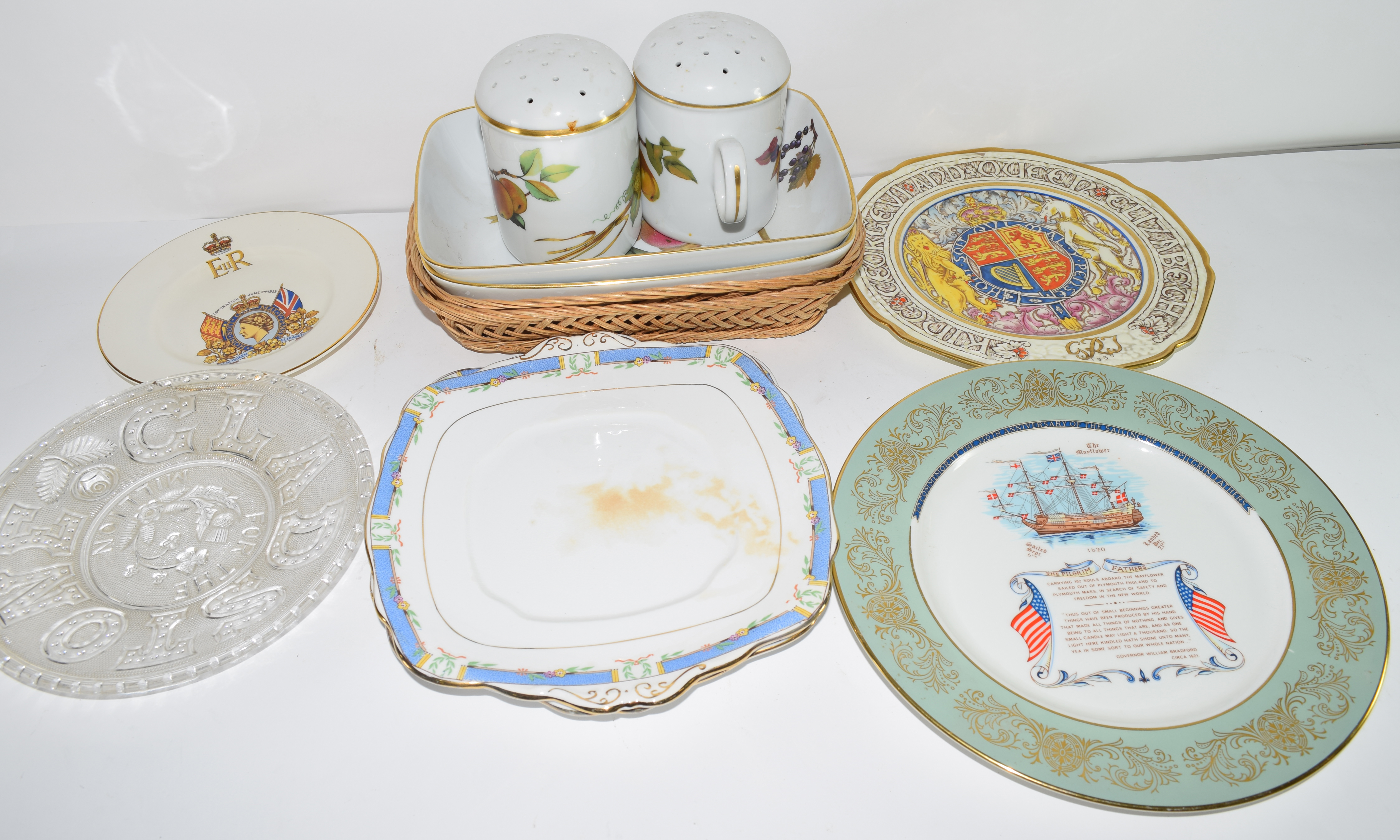 Extensive quantity of Royal Worcester dinner wares in the Evesham pattern comprising dinner - Image 3 of 3