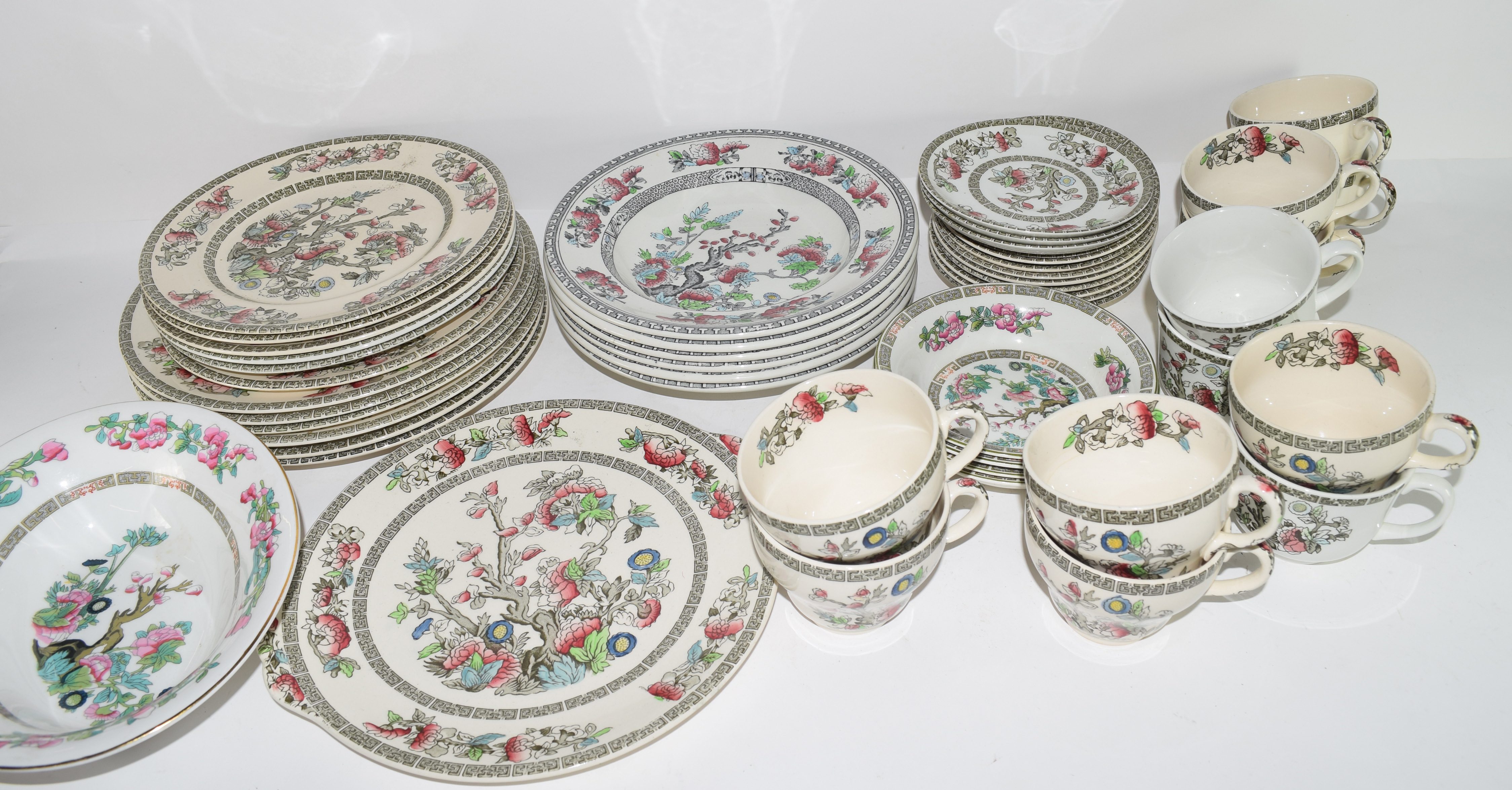 Extensive quantity of Johnson Bros tea and dinner wares all decorated in the Indian Tree pattern - Image 2 of 2