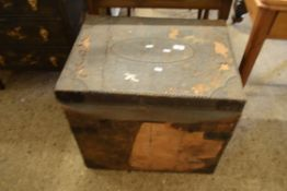 VINTAGE WOODEN TRAVELLING TRUNK APPROX 62 X 46CM