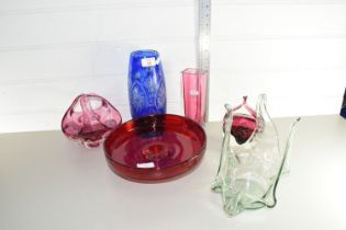 QTY OF GLASS ITEMS, VASES ETC